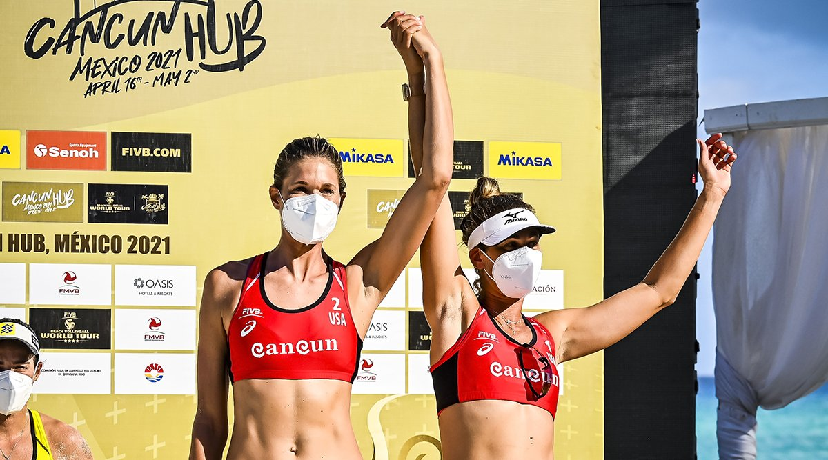 Alix Klineman and April Ross on the podium of Cancun Hub Tournament 2