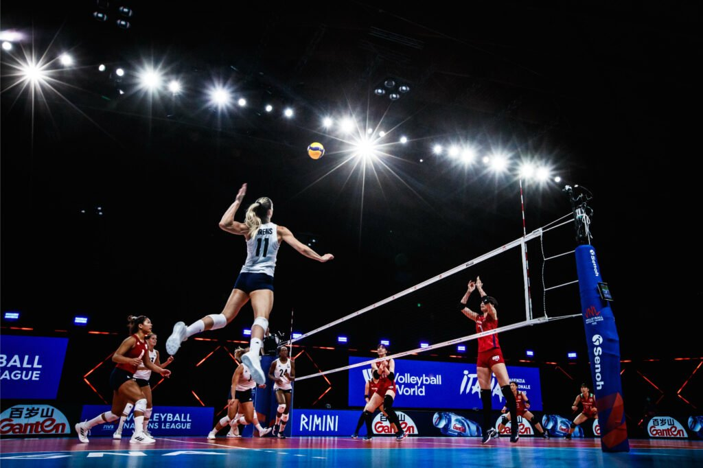U.S. Women's Patience Pays off in Sweep of Japan at VNL